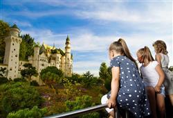 Seznámíte se zde s nejznámějšími stavbami světa i Německa. Vše je postaveno z kostiček Lega