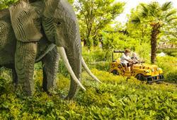 Bezchybně fungující legoautíčka vás provezou pralesem kolem exotických zvířat