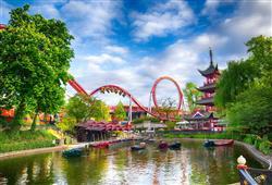 Zábavní park Tivoli je jedním z nejstarších na světě. Najdete tu obyčejné kolotoče, i hrůzostrašnou horskou dráhu