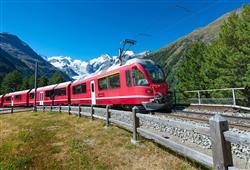 Švýcarská železnice panoramatickým vlakem tratí UNESCO se zastávkou v Lichtenštejnsku0