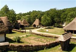 Skanzen rumunské dědiny vám ukáže, jak žili místní před sto lety. V horách se tak ale leckde žije do dnes