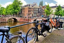 Pánem místních ulic je bicykl. Pozor! Místní nedodržují žádná pravidla a prostě jedou