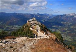 Uvnitř dnes návštěvníci najdou restauraci podávající bavorské speciality