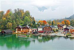 V přístavu u jezera jsou restaurace, obchody se suvenýry i zmrzlinou