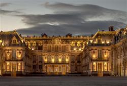 Škoda jen že hned další panovník stěhuje dvůr zpátky do Paříže a zámek tak začíná chátrat