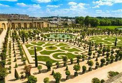 Stavbu vyvolala vlastně závist. Ludvík XIV. se rozhodl mít 100x krásnější zámek než ten, který si nechal postavit jeho ministr