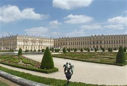 Zámek Versailles se nachází ve stejnojmenné vesnici nedaleko Paříže. K návštěvě zve interiér zámku i rozsáhlé zahrady