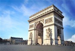 5. Oblouk stojí uprostřed place d´Etoile, paprskovitě se od něj rozbíhá 12 dlouhých ulic, které tvoří právě onu kouzelnou hvězdu