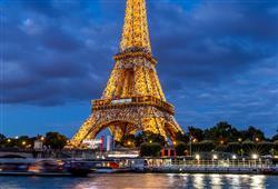 Nejznámějším symbolem Paříže je bezesporu Eiffelova věž. Můžete si vybrat, zda na ni vyjedete výtahem, nebo vystoupáte po schodech