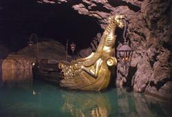 Kouzelný zámek Franzensburg, čokoládovna a plavba po podzemním jezeře20