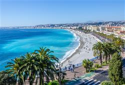 Nice je známá pro svou osmi kilometrovou Promenade des Anglais a oblíbenou oblázkovou pláž