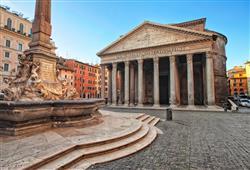 Pantheon je nejzachovalejší antickou stavbou ve městě. Původně zde stávala svatyně, ta však shořela
