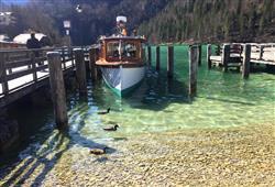 Odpoledne přejedeme k ledovcovému jezeru Königssee, kde se můžete koupat, procházet nebo se vydat na plavbu lodí