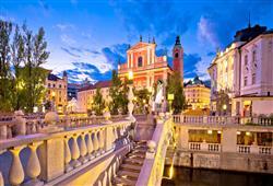 Přes řeku Lublanici vede Trojmostí, jehož architektem je světoznámý Jože Plečnik