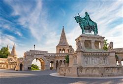 Sedm věžiček představuje sedm kmenových vůdců, kteří se na tomto území v roce 895 usadili
