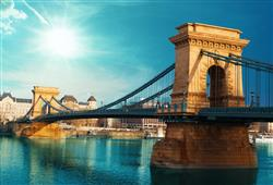 Úsek Dunaje protékající centrem města s mosty klenoucími se přes řeku byl zařazen na seznam UNESCO