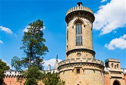 Po točitém schodišti lze vystoupat na vrchol věže s vyhlídkou. V přízemí bývala kdysi hladomorna
