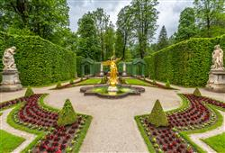 Ten sem jezdil už za svého mladí se svým otcem králem Maxmiliánem II. na lov. Areál je známý pro své zahrady
