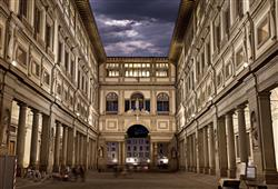 Individuálně můžete navštívit nejstarší a jedno z nejslavnějších muzeí v Evropě, Galerii Uffizi