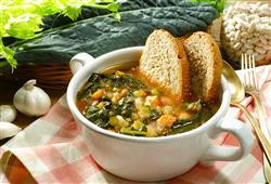 Hutná toskánská polévka robillita zasytí, proto se jí jako hlavní chod. Jedná se o zeleninovou polévku s kapustou, fazolkami a chlebem
