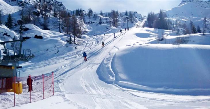 Skiareál Magnolta nabízí modré a červené sjezdovky. Pro odpočinek je vybaven restaurací, barem a sluneční terasou.
