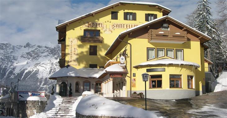 Hotely v typicky alpském stylu leží pouze 60 m od lanovky