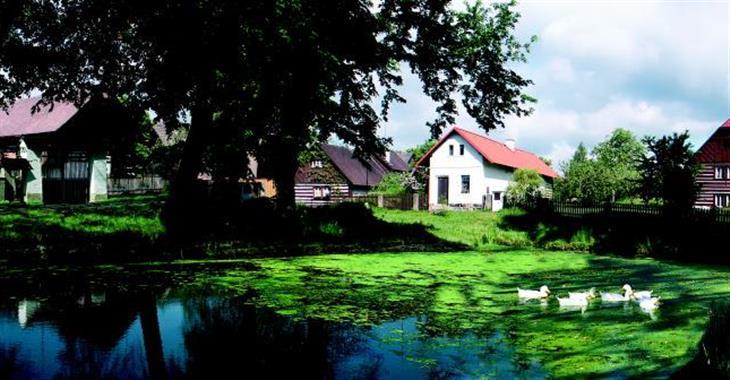 Krátce navštívíme kouzelnou vesnici Vesec u Sobotky