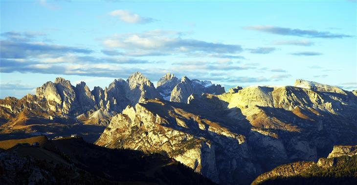 Brenta je vyhlášená pro své bizarní štíty, kolmé srázy, rozeklané vrcholy