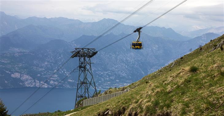 Od břehů jezera nás na Monte Baldo vyveze lanovka