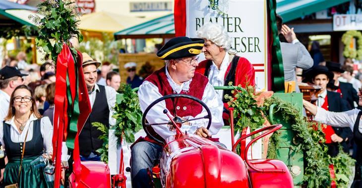 Retz slaví tři dny, během kterých se koná řada akcí a ochutnávek, vč. vinařského trhu a průvodu vinařů