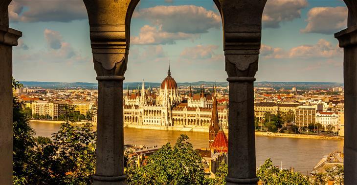 Parlament s korunovačními klenoty