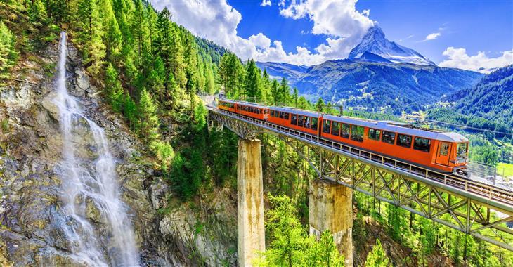 Scenérie, které Švýcarsko nabízí, vám vyrazí dech. Navíc místní doprava je přesná a spoje skvěle navazují