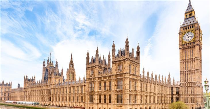 Budova je spojena s postavou Guye Fawkse, který se pokusil parlament v roce 1605 vyhodit to povětří