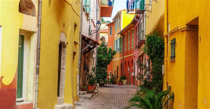 Uličky starého města v Nice připomínají svým charakterem Itálii