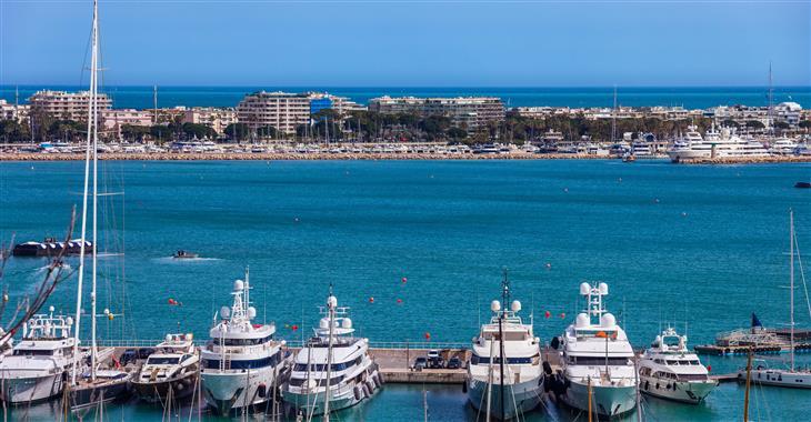 Cílem filmového festivalu v Cannes bylo vytvořit protipól k festivalu v Benátkách. Jeho program začal být příliš fašistický