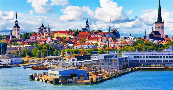 Tallin byl založen Dány, po Němcích zde zůstaly hanzovní domy a v současnosti tvoří 45% jeho obyvatel Rusové