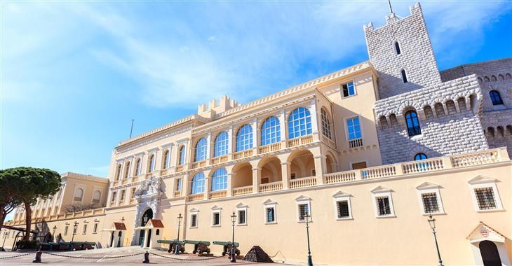 Na náměstí Palais du Prince stojí Knížecí palác, který lze navštívit pouze, když vládci nejsou doma