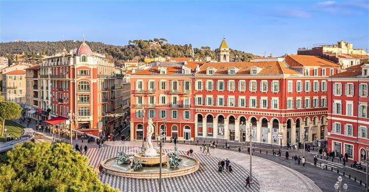 Náměstí Massena v Nice je oblíbeným místem pro konání veřejných akcí, včetně oslav 14. července