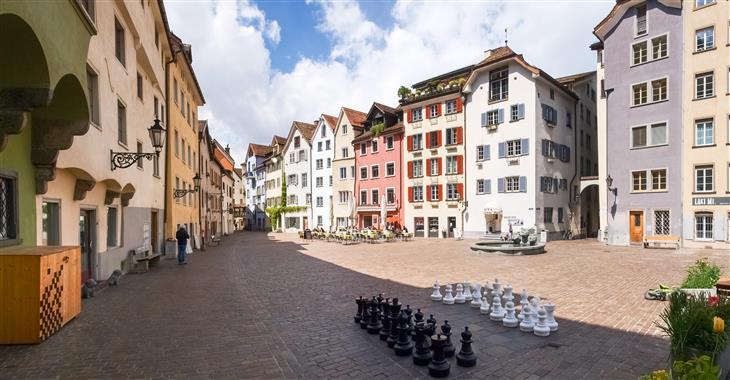 Osobité Staré město je plné dlážděných uliček, skrytých nádvoří, robustních městských domů