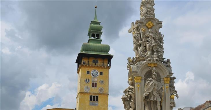 Hlavní náměstí patří k nejhezčím i největším v Rakousku