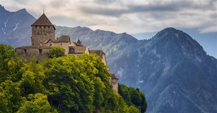 Ve Vaduzu žije asi 5 400 obyvatel. Nad městem na skále mu vévodí rezidenční zámek knížecí rodiny